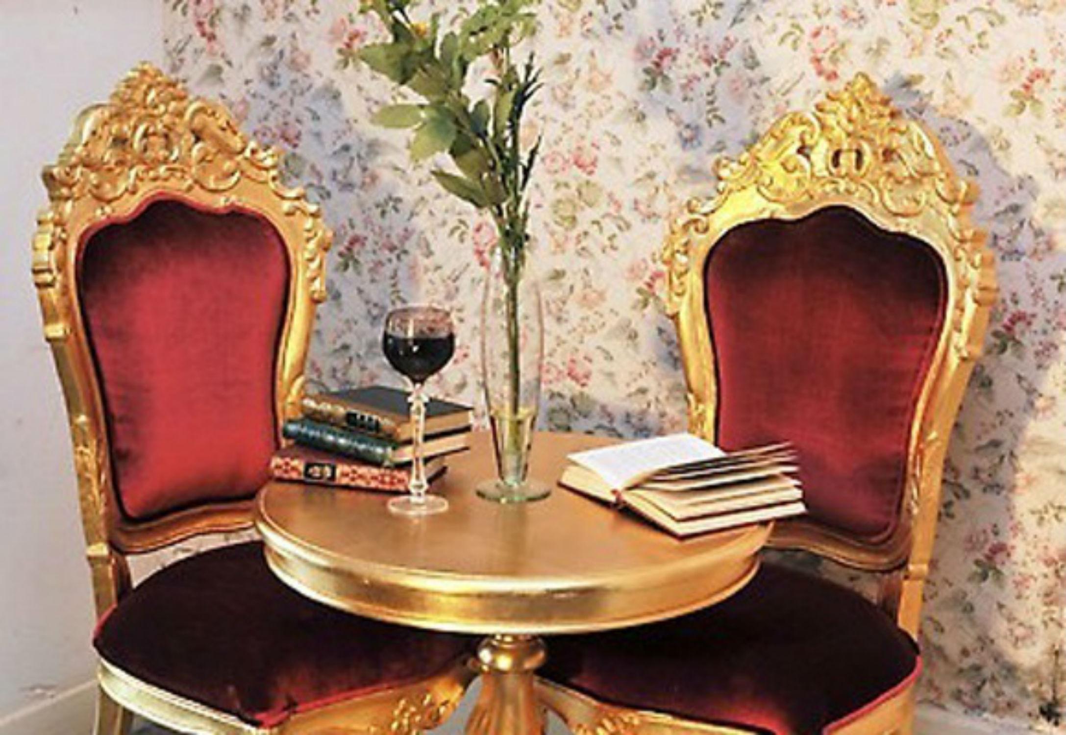 location fauteuil mariage doré et velours rouge