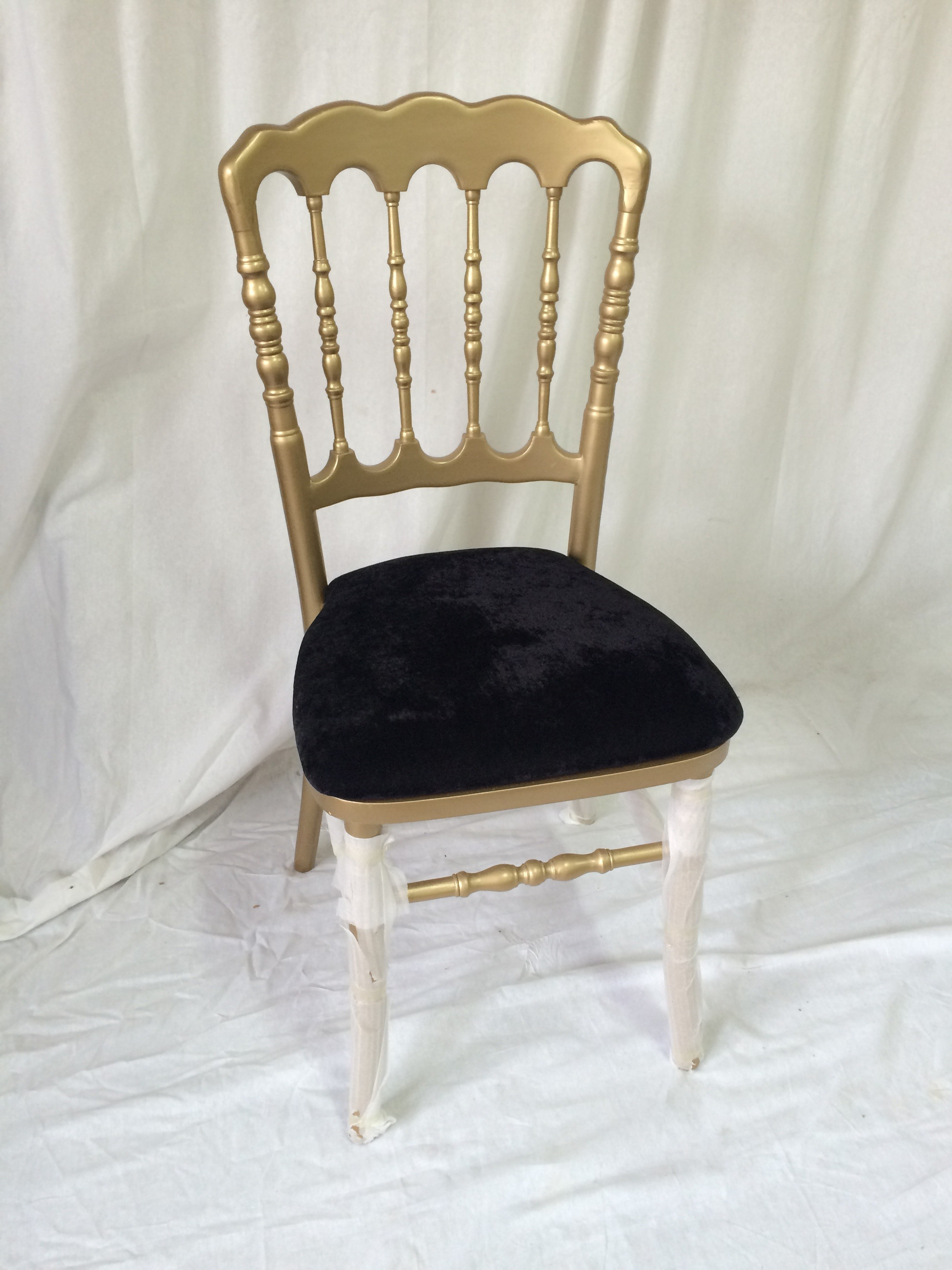 location chaises mariage location housse chaise mariage vase martini nappe dcoration with. Black Bedroom Furniture Sets. Home Design Ideas