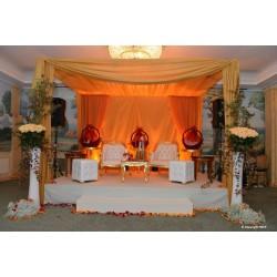Location mobilier 'vŠnementiel 2 Fauteuils dor's et blanc et tab