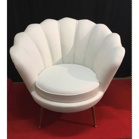 Location fauteuil forme coquillage simili cuir blanc