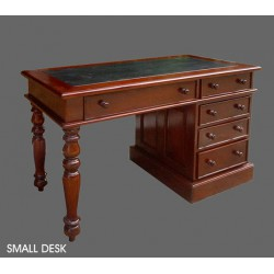 location Bureau Colonial Small Desk