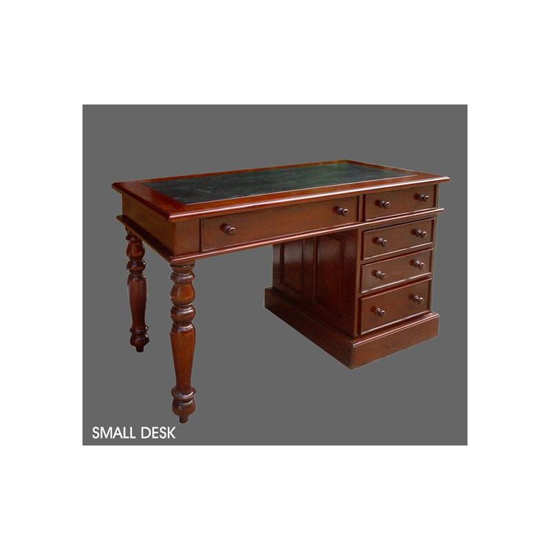 louez un joli bureau en bois pour votre stand d 39 exposition. Black Bedroom Furniture Sets. Home Design Ideas