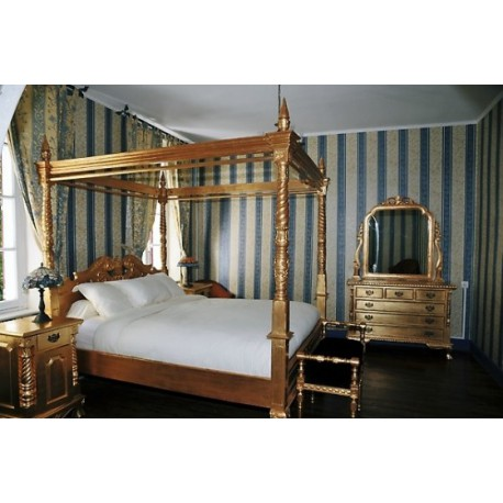 location de lit baldaquin pour vos v nements paris. Black Bedroom Furniture Sets. Home Design Ideas